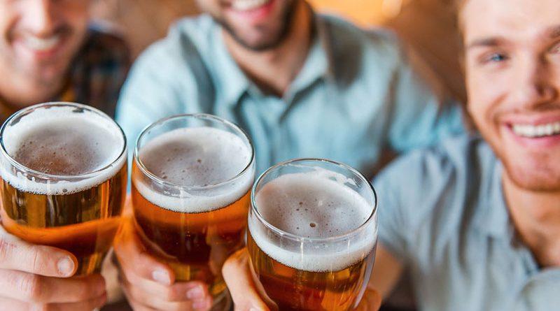 bevitori-di-birra-int