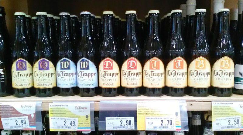Una birra medaglia d'oro sullo scaffale del supermercato